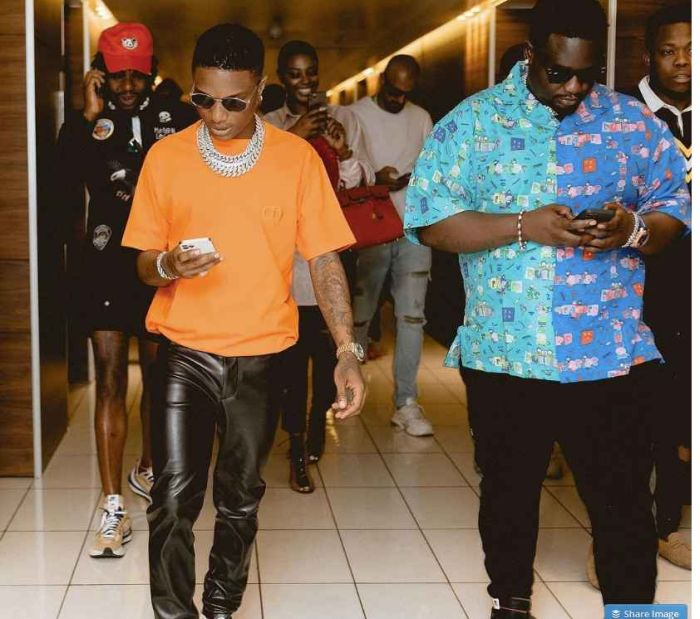 See The Amount Wizkid Spent On Dinner In Lagos With His Friends In Lagos